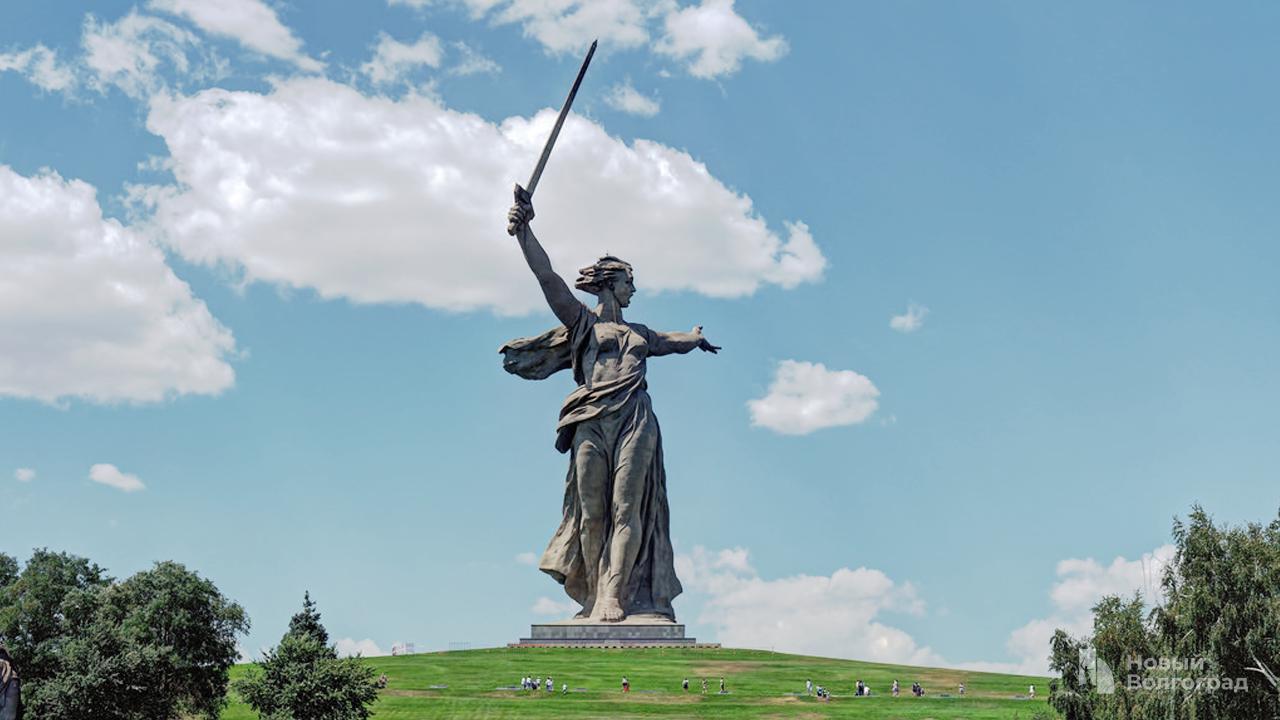 Мамаев курган и памятник «Родина-мать».